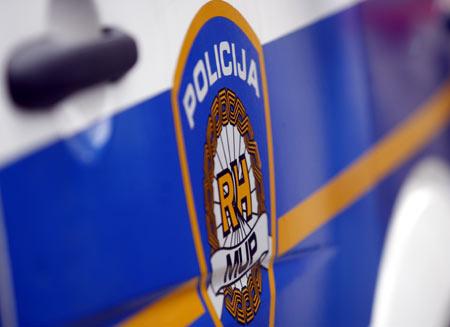 Tjedno izviješće o prometu: tri mladića teško ozlijeđena, udarili autom u zid